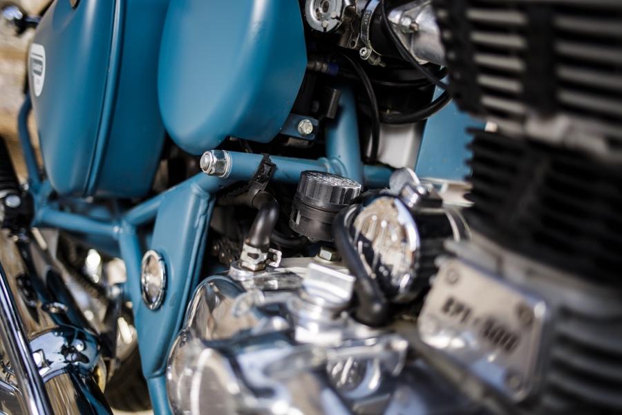 Mécanique Royal Enfield une ancienne toute neuve