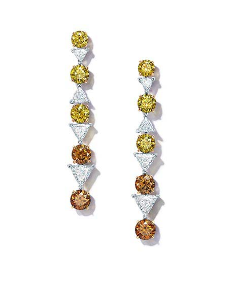 Tiffany&Co Boucles d'Oreilles Collection Extraordinary Tiffany En platine et or jaune avec des diamants blancs et diamants de couleur.