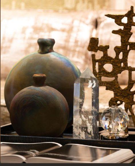 """Vases """"Raku"""" Procédé ancestral japonais, le Raku est une technique d'émaillage par un traitement artisanal à la flamme qui donne à chaque pièce une esthétique unique et différente. Des vases raffinés et singuliers, parfaits pour un cadeau hors du commun."""