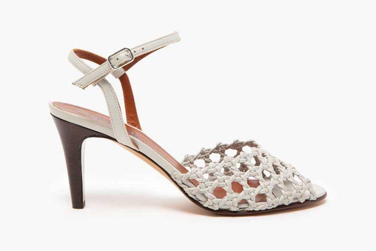 Chaussures blanches de l'hérésie mode à la tendance chic