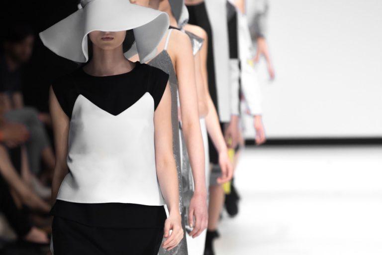 Les tendances printemps/été 2022 aperçues sur le catwalk